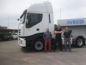 Javier se beneficia del alquiler con opción a compra del Iveco Stralis 500 Intarder.