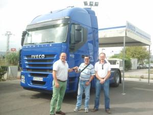 Juan José recibe el  IVECO 500 Intarder tras unirse a Alicotrans.